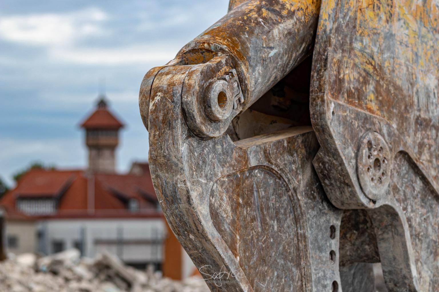 Babenhausen, ehemalige Kaserne, Abrissbagger
