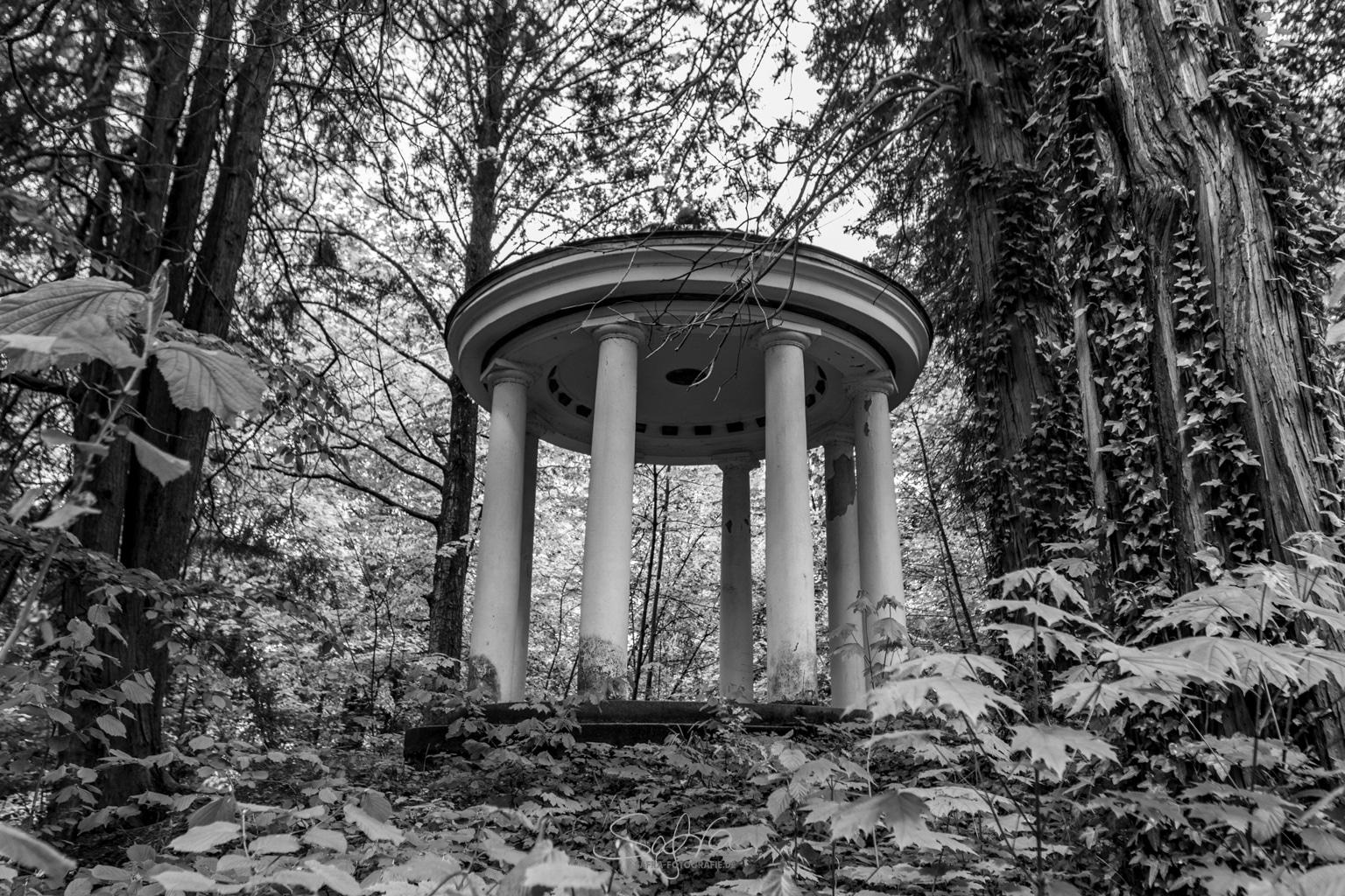 Lichtentanne, 7-Säulen-Pavillon