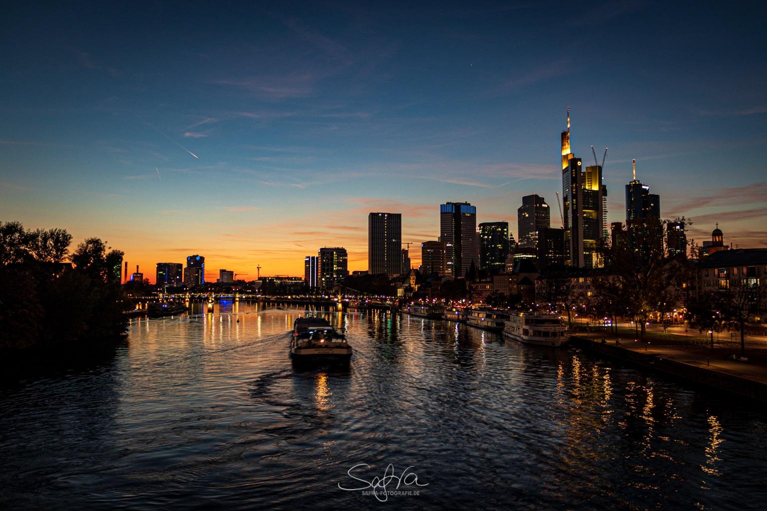 Frankfurt, bei Nacht