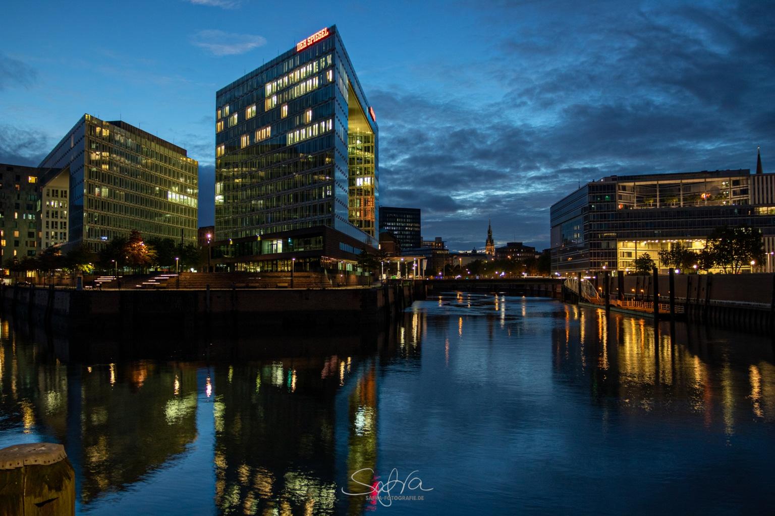 Hamburg, Spiegel gespiegelt