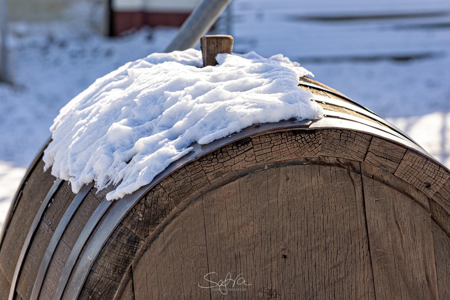 Weinfass im Winter, Großostheim